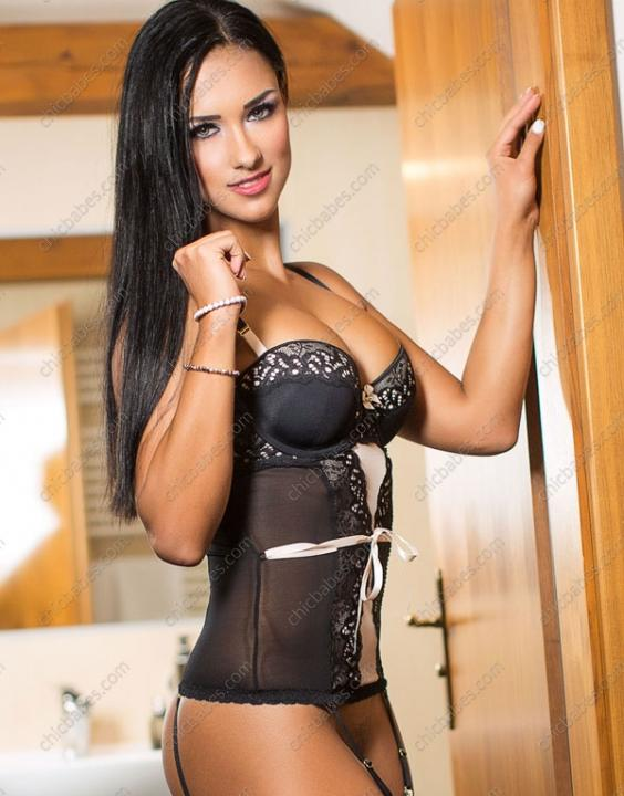 Victoria Sweet  Escort Prague +420 775 005 035 Chic Babes