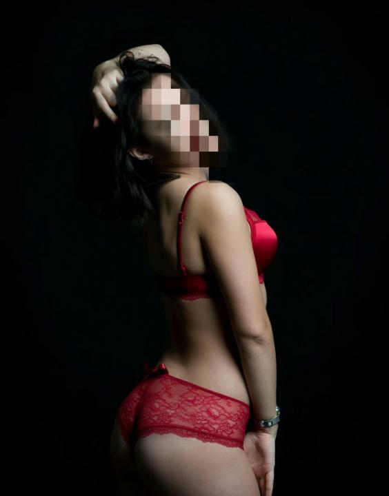 Scarlet  Escort Prague +420727855109 egyptianmassage