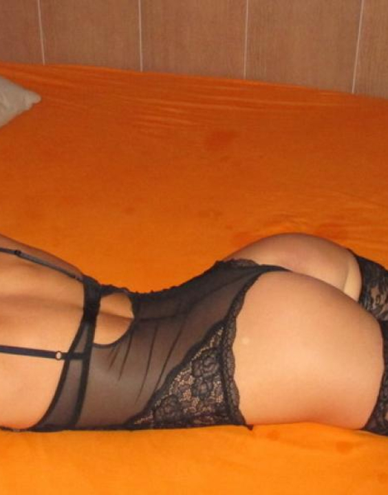 Evelin  Escort Prague +420 733 121 022 Neon Club